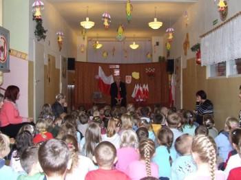 Miniatura zdjęcia: NARODOWE ŚWIĘTO NIEPODLEGŁOŚCI w Przedszkolu Nr 1 w Lubsku 9.11.2007r. _przedszkoleDSCF21022.JPG