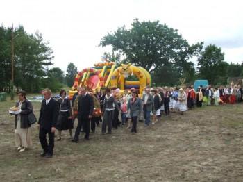 Miniatura zdjęcia: MIEJSKO-GMINNE ŚWIĘTO PLONÓW-Dąbrowa 9.09.2007_plony1.JPG