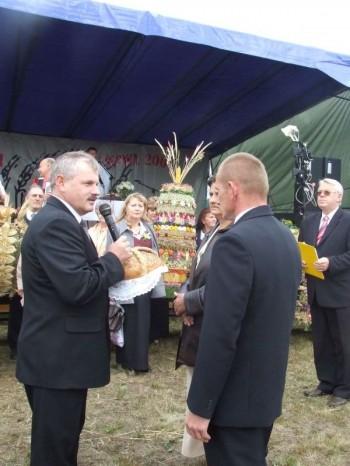 Miniatura zdjęcia: MIEJSKO-GMINNE ŚWIĘTO PLONÓW-Dąbrowa 9.09.2007_plony5.JPG