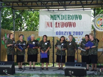 Miniatura zdjęcia: Mundurowo na ludowo - Górzyn 2007_28d.jpg