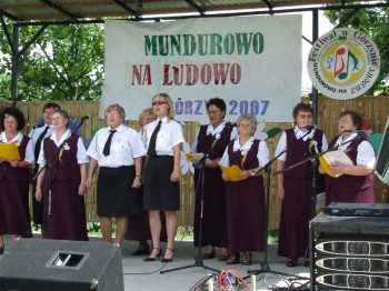 Miniatura zdjęcia: Mundurowo na ludowo - Górzyn 2007_61d.jpg