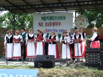 Miniatura zdjęcia: Mundurowo na ludowo - Górzyn 2007_67d.jpg