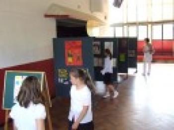 Miniatura zdjęcia: Wystawa Prac Młodzież przeciw uzależnieniom i przemocy_3d.jpg
