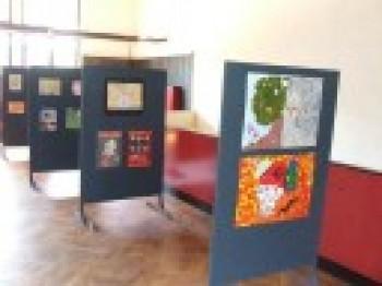 Miniatura zdjęcia: Wystawa Prac Młodzież przeciw uzależnieniom i przemocy_4d.jpg