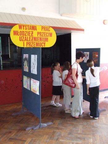 Miniatura zdjęcia: Wystawa Prac Młodzież przeciw uzależnieniom i przemocy_5d.jpg