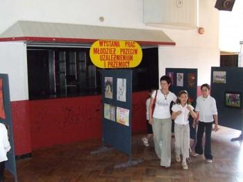 Miniatura zdjęcia: Wystawa Prac Młodzież przeciw uzależnieniom i przemocy_6d.jpg